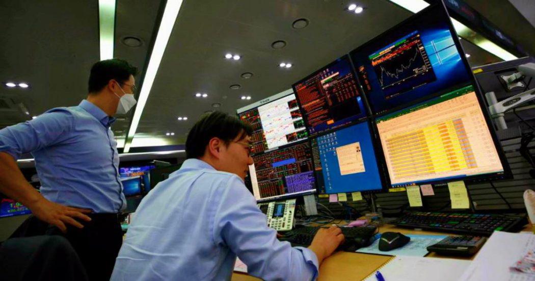 Coronavirus, l'economia / Ora per ora – Borse a picco: Milano chiude a -11%, spread sale a 227 punti. Wall Street crolla: Dow Jones cede il 7,83%, maggiore perdita di sempre in termini di punti