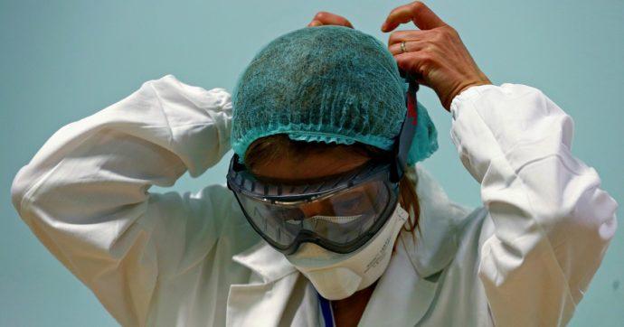 """Coronavirus, l'esercito dei camici contro l'epidemia: """"Medici che hanno fatto altro nella vita, ora utilizzati per combattere l'emergenza"""""""