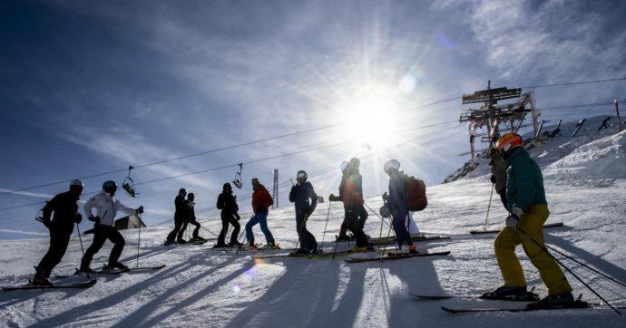 Coronavirus, le piste da sci piene sono un fermo immagine da non dimenticare: il turismo se ne frega dell'etica
