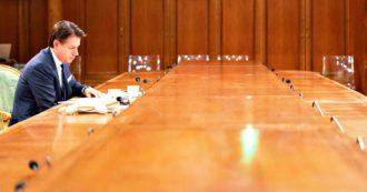"""Dl Rilancio, approvazione slitta ancora. Palazzo Chigi: """"C'è accordo politico, cdm mercoledì"""". Stallo su norma lavoratori stranieri: no M5s, interviene Conte: """"Misura contro il caporalato"""""""