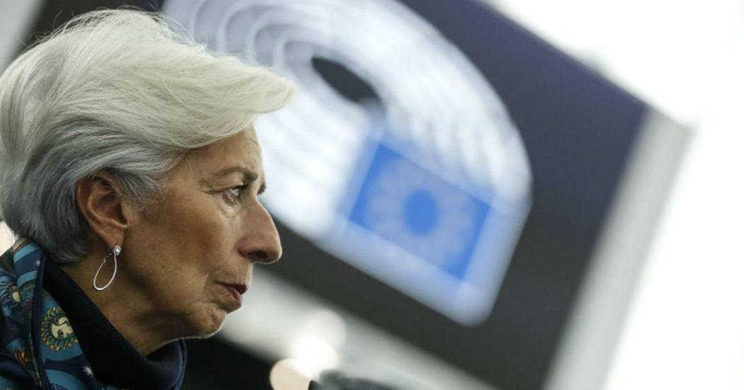 """Coronavirus, Bce avvia l'acquisto di titoli per 750 miliardi e toglie tutti i paletti. Spread cala a 158. Von der Leyen: """"Ue rimanga unita"""""""