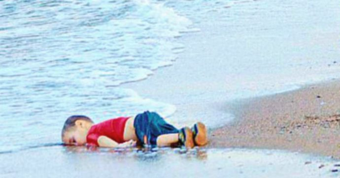 Migranti, provocarono il naufragio che causò la morte del piccolo Alan Kurdi: 125 anni di carcere a testa per tre scafisti