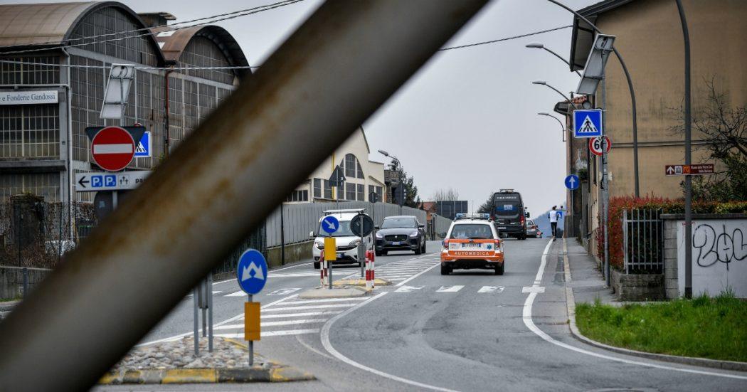 """Coronavirus, muore sindaco nel Bergamasco. In città è emergenza: """"Una sepoltura ogni mezz'ora, sembra una guerra"""". E il crematorio lavora 24 ore al giorno"""