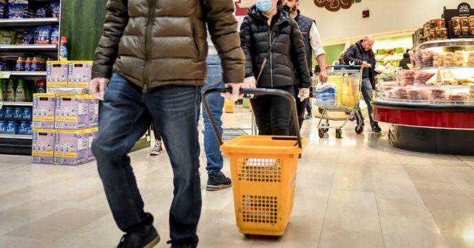 """Coronavirus, Palazzo Chigi rassicura: """"Supermercati restano aperti nel weekend"""""""