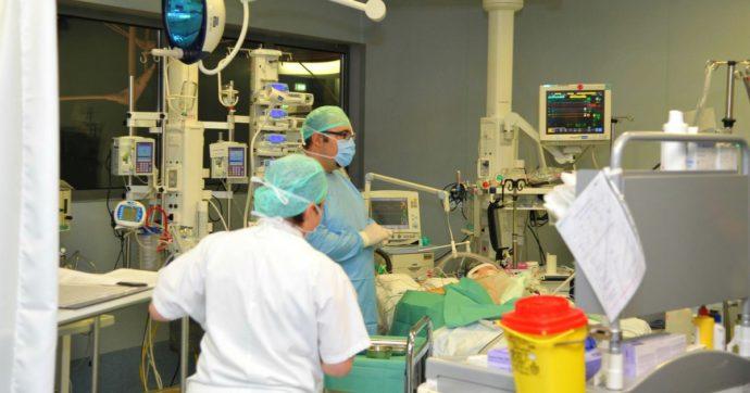 """Coronavirus, il racconto dall'ospedale di Bergamo: """"Siamo al collasso, terapia intensiva al limite"""". Si spera in nuove strutture ad hoc"""