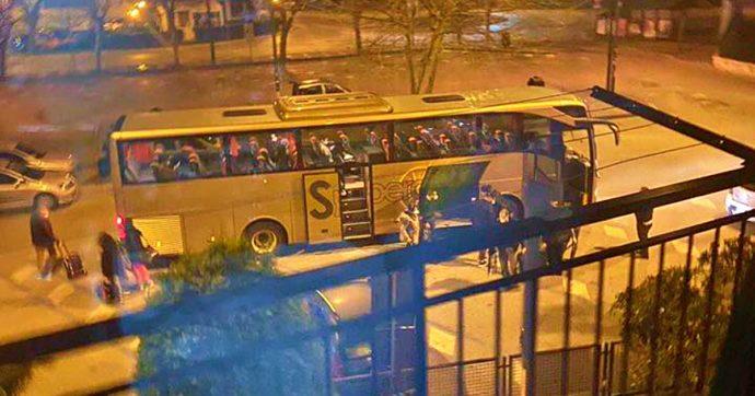 Coronavirus, in bus in 17 da Prato a Pompei: dopo la segnalazione, indagano i carabinieri. Molti sono residenti della zona tornati al Sud