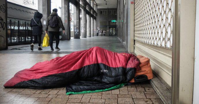 """Coronavirus, 55mila senzatetto non possono """"stare in casa"""" e le strutture faticano: 'Rischio per sé e per gli altri. Serve impegno istituzioni'"""