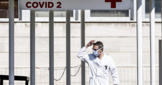 """Coronavirus, il sindacato dei medici: """"Duemila positivi tra i sanitari: senza mascherine e tamponi gli ospedali diventano un pericolo"""""""
