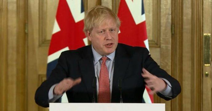 """Coronavirus, in Gran Bretagna la svolta di Johnson: """"Evitate pub e altri luoghi di ritrovo. Stop a tutti i viaggi non necessari"""""""