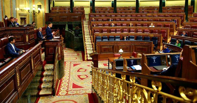 Coronavirus, Spagna presenta piano di aiuti alla liquidità da 200 miliardi: 117 di garanzie pubbliche. Nazionalizzata la sanità privata