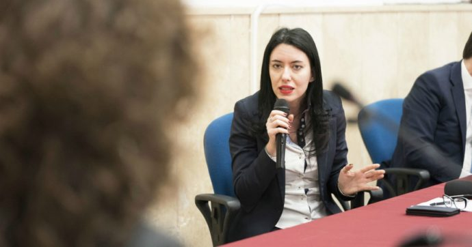 """Decreto scuola, scontro tra la ministra Azzolina e le Regioni: """"Ha chiuso l'incontro senza darci risposte. Serve collaborazione"""""""