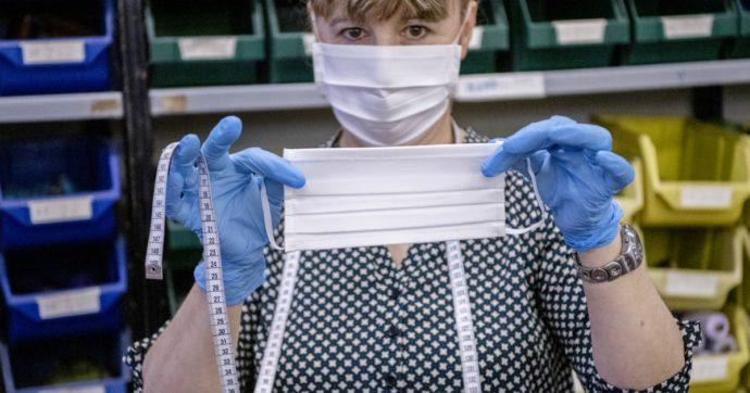 """Coronavirus, l'Oms: """"Le mascherine servono a medici e infermieri: non indossatele se non avete malati in casa"""""""