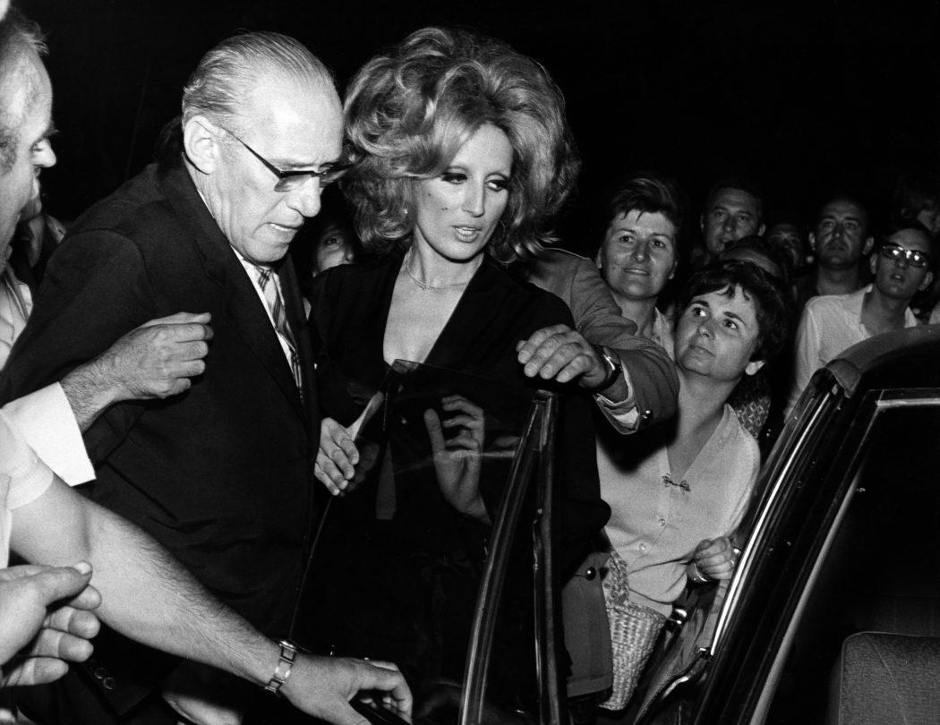 ©girella/lapresse archivio storico spettacolo musica anni '60 Mina nella foto: la cantante Mina con il suo impresario Gigante