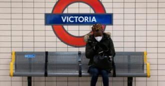 """Covid, """"nuova variante del virus circola più velocemente"""". Cambio di rotta in Uk: stretta a Londra e in Inghilterra per Natale, Galles e Scozia in lockdown"""