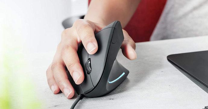 Trust Verto, mouse verticale ergonomico in offerta su Amazon con sconto del 30%