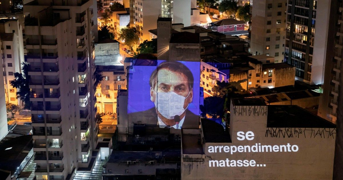 Bolsonaro straparla della pandemia, ma è sempre più solo