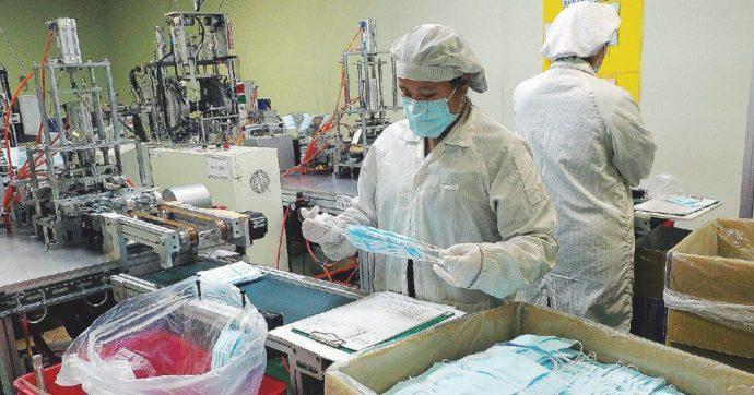 """""""Coronavirus può 'viaggiare' nell'aria fino a sei/otto metri"""": lo studio del Mit. Oms valuta revisione linee guida sull'uso di mascherine"""