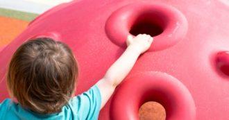 Parchi giochi e centri estivi nei cortili delle scuole, le ipotesi per partire a giugno: gruppi ridotti, ingressi scaglionati, genitori fuori