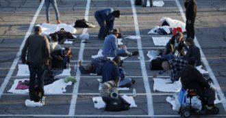 Coronavirus, a Las Vegas chiude il rifugio per senzatetto: in decine sistemati come auto in un parcheggio