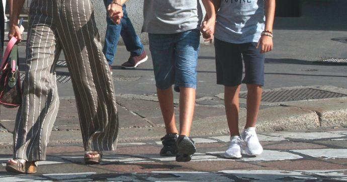 """Coronavirus, dal Viminale sì a passeggiata genitore-figlio """"vicino ad abitazioni"""". Gallera: """"Vanificati sforzi"""". De Luca: """"Gravissimo"""""""