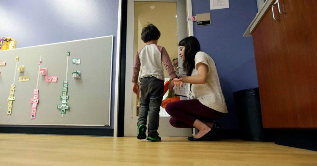 """Giornata mondiale Autismo nell'anno del Coronavirus. """"La scuola era l'unico momento di socialità, ora è dura"""". """"Stare in casa è anche perdere le conquiste di anni di terapie"""" – Le storie"""
