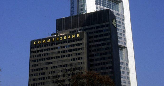 """Coronavirus, Commerzbank: """"Vendete i Btp, diventeranno junk"""". Buffagni: """"Germania ci attacca mentre piangiamo i morti"""""""