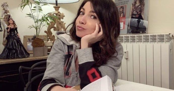 """Cristina D'Avena: """"Non sono stata contattata per Musica Che Unisce e mi è dispiaciuto tanto"""", sui social scoppia la polemica tra sostenitori (""""Ha ragione"""") e critici (""""Fuori luogo"""")"""
