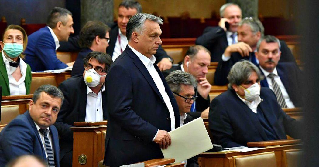 """Coronavirus, 14 Paesi (tra cui l'Italia) sull'Ungheria: """"Preoccupati per democrazia"""". Parlamento Ue a commissione: """"Dica cosa intende fare"""""""