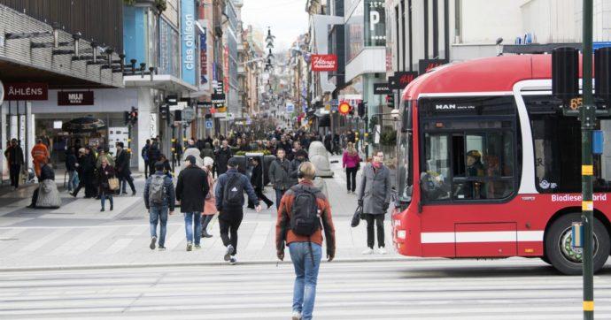 Svezia, anche a Natale niente restrizioni: solo consigli e un sms di Stato. E a Stoccolma centinaia di operatori sanitari si licenziano