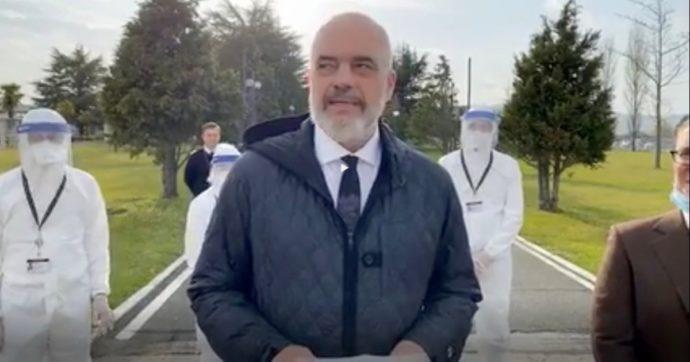 Coronavirus, medici e infermieri inviati dall'Albania festeggiano la fine della missione con una festa in albergo: denunciati e multati