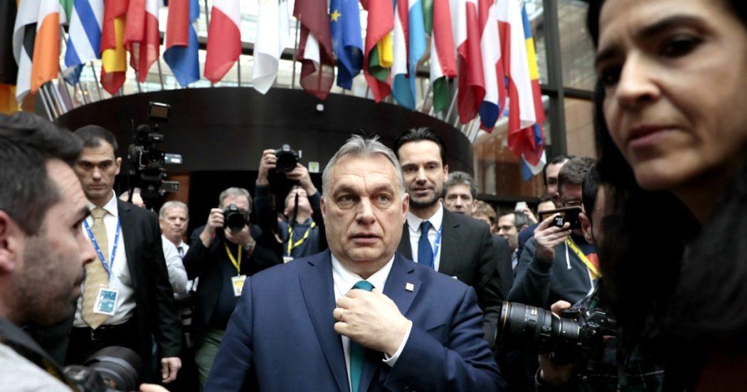 """Coronavirus, """"a Orban poteri illimitati. Ha fatto a pezzi la sanità, ma vuole essere l'eroe della pandemia. Ue immobile, ma l'ha visto crescere"""""""
