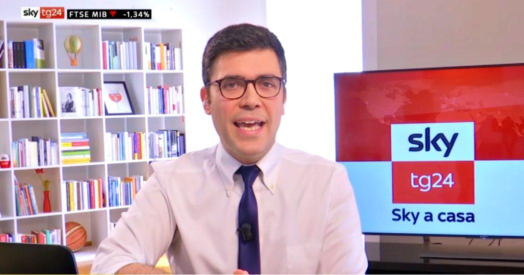 Coronavirus, il giornalista conduce il notiziario da casa: 'Siamo in diretta, questo non è lo studio ma il mio appartamento'. È l'iniziativa di Sky Tg24