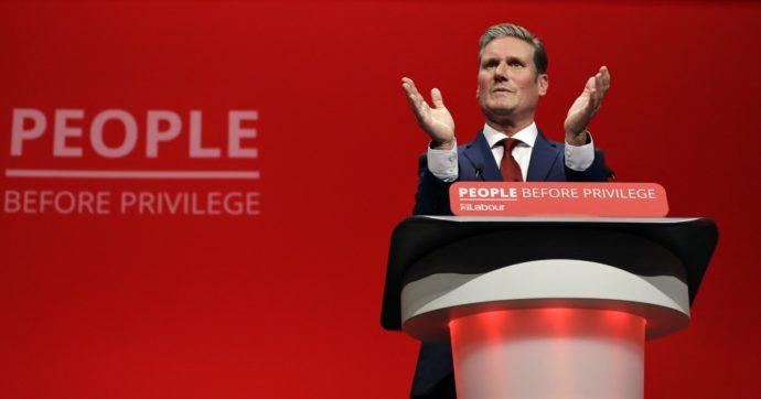 """Gran Bretagna, Keir Starmer è il nuovo leader del Labour Party: il cavaliere """"socialista"""" che non vuole essere chiamato Sir"""