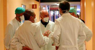 """Coronavirus, la diretta – Altri 10 medici morti: sono 89 medici dall'inizio della pandemia. Agenzia del farmaco, positivo il direttore generale. Viminale: """"20mila denunce nel week end"""". Attivato anche satellite Ue per monitorare il territorio"""