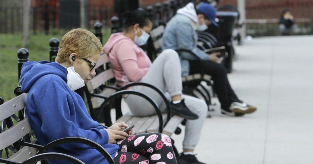 """Coronavirus, negli Stati Uniti oltre 10mila morti: """"A New York si pensa a fosse comuni nei parchi pubblici"""". Germania, 100mila contagi"""