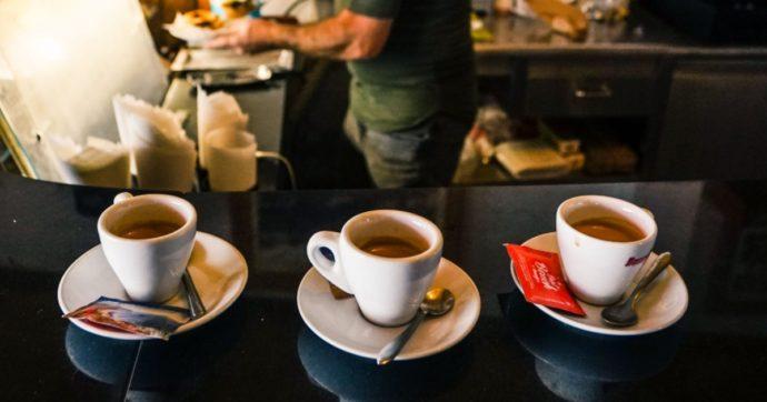 """La prima multata senza mascherina è una signora di 80 anni a Castelfranco. Lei si giustifica: """"L'ho spostata solo per bere il caffè"""""""