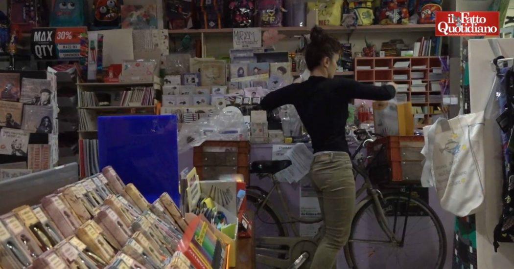 """Coronavirus, a Torino cartolibreria consegna pennarelli a domicilio: """"Bene fondamentale. Noi più veloci dei colossi online, è una rivincita"""""""