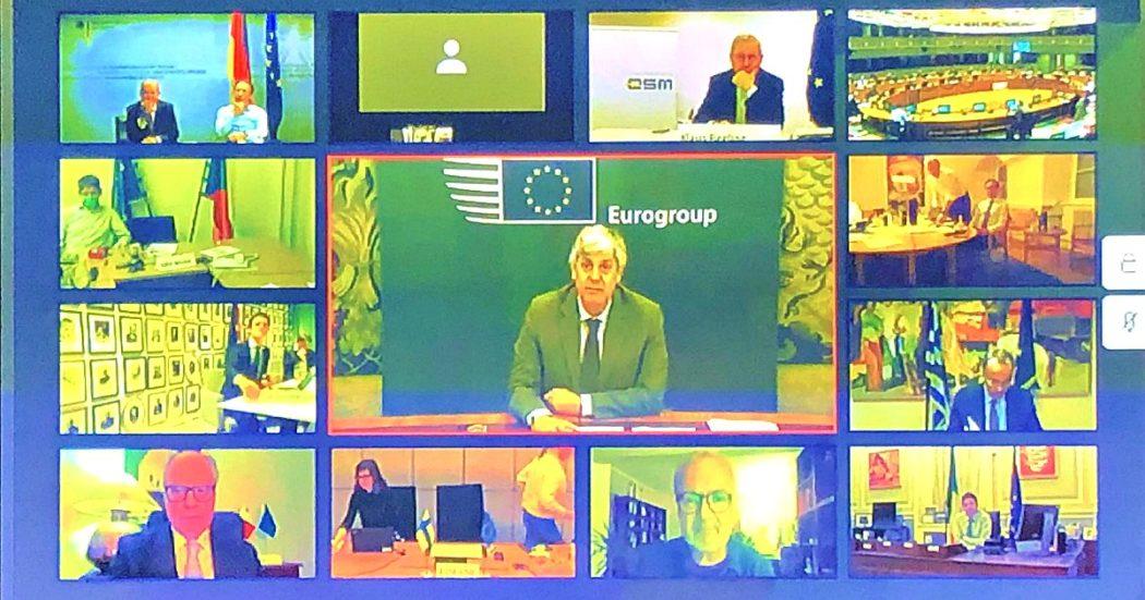 """Eurogruppo, trovato accordo: palla ai leader. Nelle conclusioni c'è il Recovery Fund chiesto da Francia e Italia. Gualtieri: """"Messi sul tavolo Eurobond, tolte condizionalità Mes"""". Gentiloni: """"Ue è solidarietà"""""""