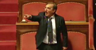 """Coronavirus, La Russa aggredisce un senatore M5s: """"Lei è un untore, quella mascherina non va bene"""". Bagarre in Aula, interviene Casellati"""