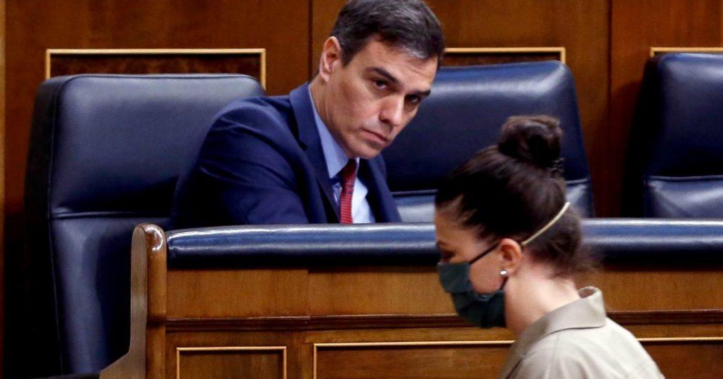 """Coronavirus – Spagna, Sanchez: """"Epidemia è sotto controllo"""". Francia: infetti 1400 dipendenti del ministero Interno. La tedesca CureVac: """"A giugno inizio test vaccino"""". Usa, superate le 15mila vittime"""