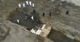 Coronavirus, a New York morti seppelliti in una fossa comune: decine di lavoratori assunti per scavare