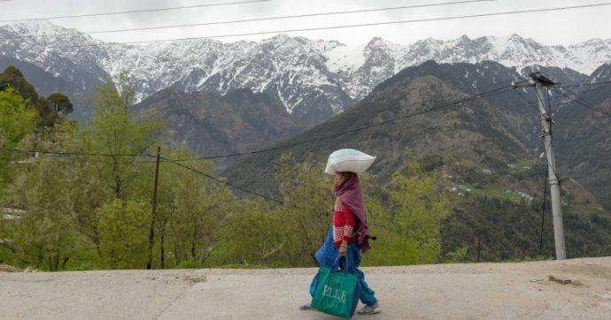 Coronavirus, in India l'isolamento fa calare lo smog: l'Himalaya si vede a 200 chilometri di distanza