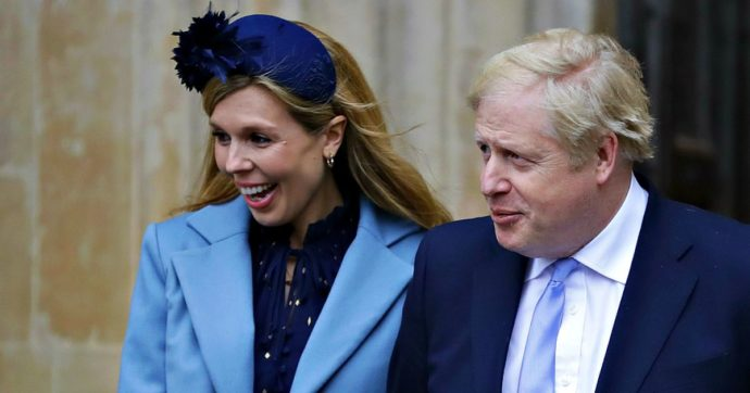 """Coronavirus, Boris Johnson migliora. Lettere ed ecografie dalla fidanzata. Il fratello del premier: """"Mal curato prima del ricovero"""""""