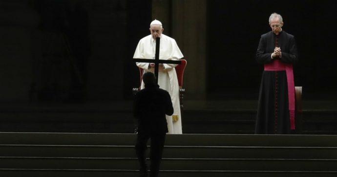 Via Crucis, il Papa lancia un messaggio di speranza per credenti e non. E prepara il 'dopo'