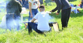Coronavirus, organizzano grigliata in giardino disabitato nel Milanese: traditi dal profumo della carne e dall'alcol, multati dai carabinieri