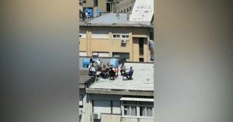 """Coronavirus, barbecue sul tetto per evitare i controlli: così un gruppo di persone festeggia la Pasqua a Palermo. Orlando: """"Incivili"""""""