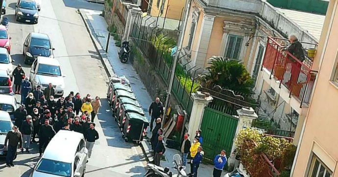 Coronavirus, a Messina violano le restrizioni per partecipare al funerale del fratello del boss mafioso (poi pentito): indaga la polizia