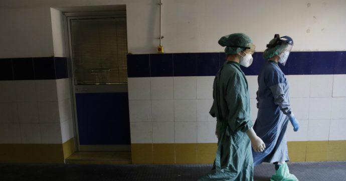"""Coronavirus, tribunale sospende l'affidamento dei figli a un'infermiera: """"Troppo esposta"""". La donna: """"Non lavoro in un reparto Covid-19"""""""