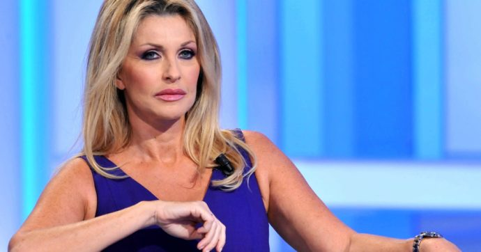 """Paola Ferrari lascia la Rai: """"Dicono che sono vecchia, accompagno la Nazionale in Qatar e poi saluto tutti. Basta"""""""