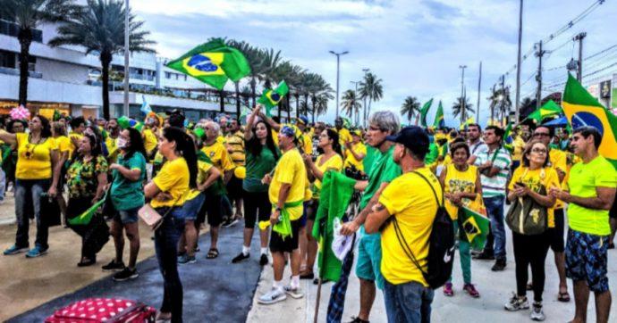 Coronavirus in Brasile, Bolsonaro minimizza e il ministro della Salute si dimette: il caos regna